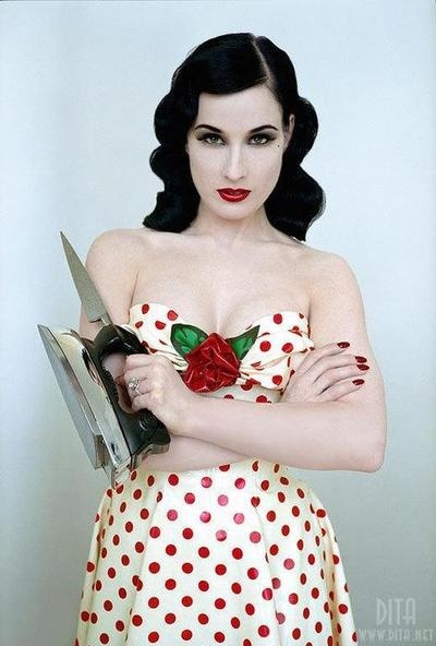 dita-von-teese-housewife-pale-pin-up-pin-up-polka-dots-favim-com-53045